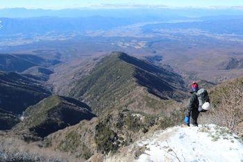 03中央稜第二岩峰上から中央稜と御小屋尾根.JPG