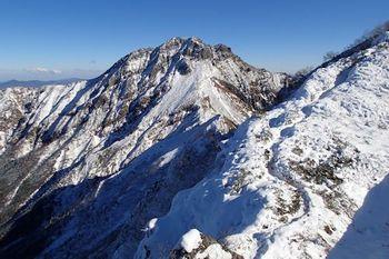 05阿弥陀岳手前の稜線.JPG