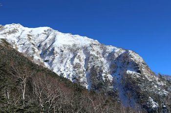 07中央稜岩峰上稜線.JPG