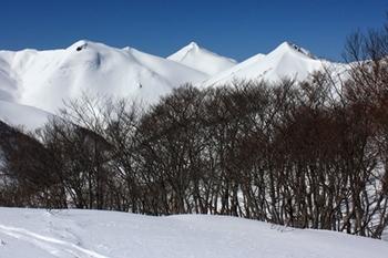IMG_7047大烏帽子山(右から2峰目).JPG