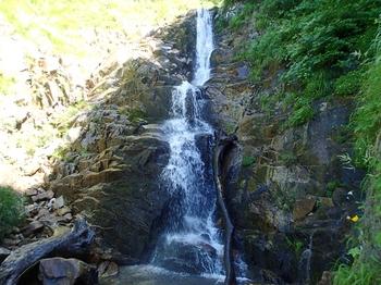 P7024188滝18m.JPG